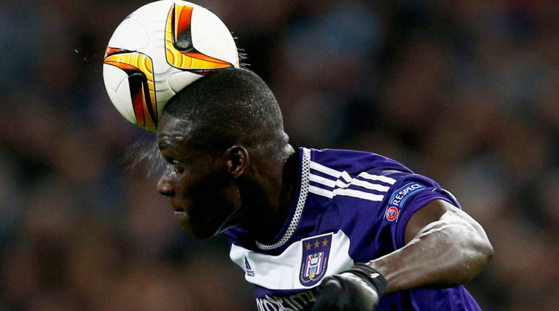 BRUSSELS, BELGIUM - OCTOBER 22:  Serigne Mbodji of Anderlecht heads the ball out of defence during the UEFA Europa League Group J match between RSC Anderlecht and Tottenham Hotspur FC at the Constant Vanden Stock Stadium on October 22, 2015 in Brussels, Belgium.  (Photo by Dean Mouhtaropoulos/Getty Images)