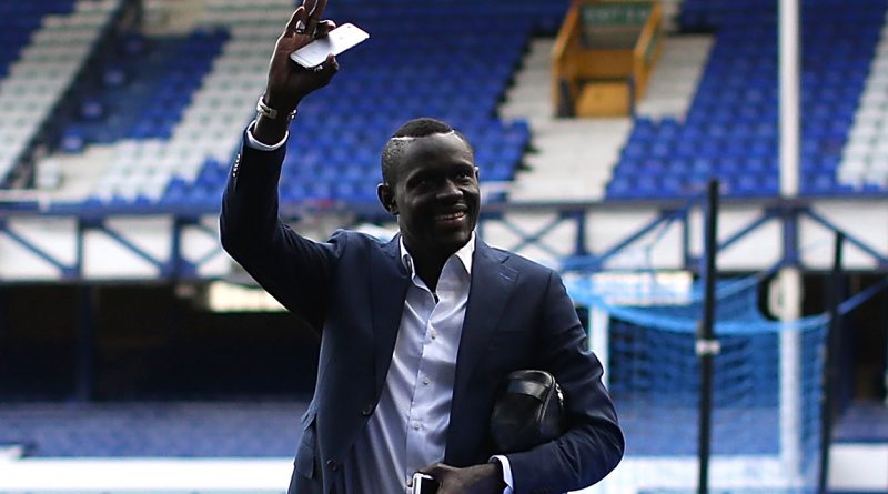 LIVERPOOL, ENGLAND - MARCH 05:  Oumar Niasse of Everton arrives ahead of the Barclays Premier League match between Everton and West Ham United at Goodison Park on March 5, 2016 in Liverpool, England.  (Photo by Jan Kruger/Getty Images)
