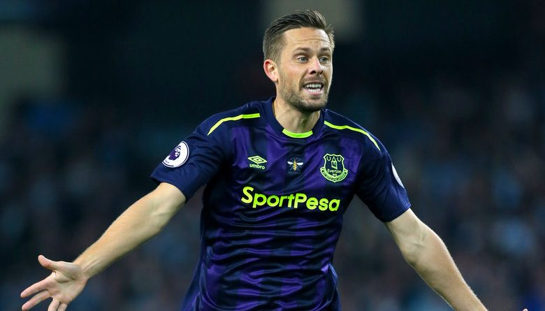 Gylfi Sigurdsson scores incredible long-range goal on full Everton debut