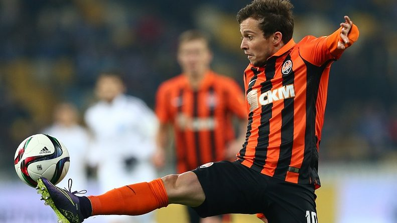 Everton on the verge of signing Bernard